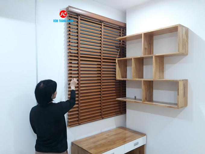 Rèm gỗ tự nhiên cửa sổ phòng đọc