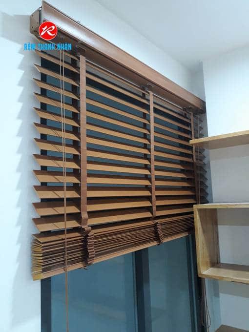 Màn sáo gỗ cửa sổ chung cư