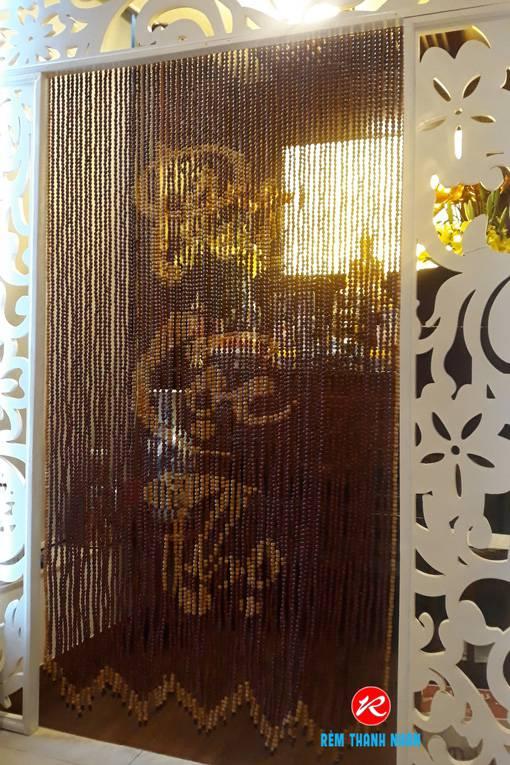 Rèm hạt gỗ cao cấp che bàn thờ