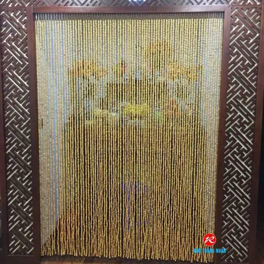 Giá rèm hạt gỗ phòng thờ