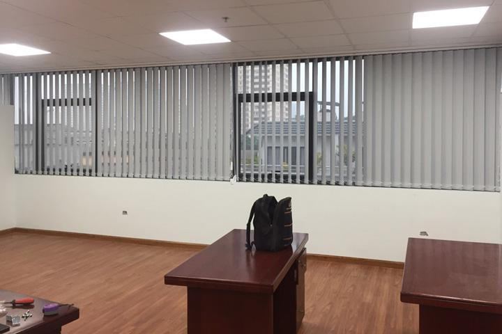 Rèm cửa sổ lá dọc văn phòng
